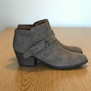 Indigo Rd wedge shoe women's Sz 6.5 tan new